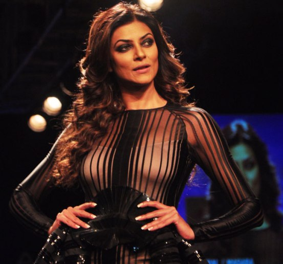Sushmita Sen in Black Gown at Lakme Fashion Week Winter Festive 2014