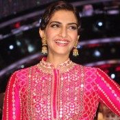 Sonam Kapoor in Pink Anarkali Suits for Promote Khoobsurat on Jhalak Dikhla Ja