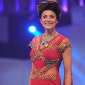 Sushmita Sen at Bullion Summit Fashion Show 2014