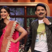 Sonam Kapoor at 'Comedy Nights with Kapil' to Promote 'Khoobsurat'