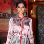 Khoobsurat Sonam Kapoor in Silk Printed Gown on The Sets Of EKLKBK