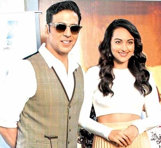 Akshay Kumar and Sonakshi Sinha Promote for Holiday Movie at Dance India Dance Season 3 in Mumbai
