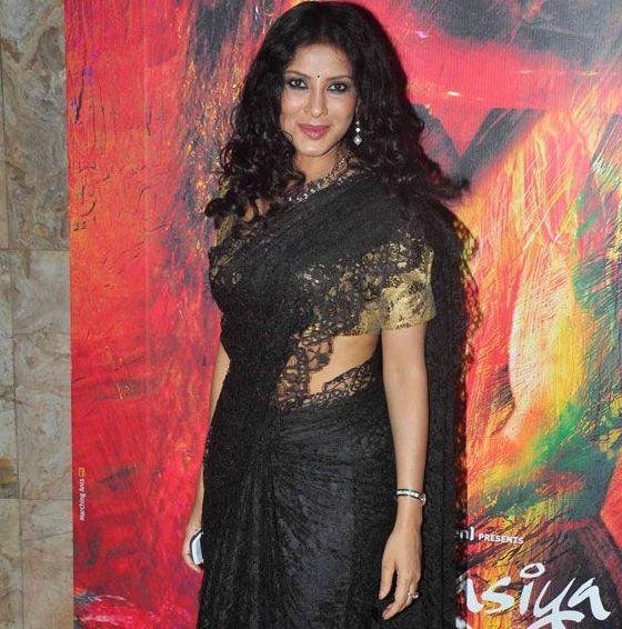 Elegant Beauty Nandana Sen in Black Saree at RANG RASIYA Movie 2014 Screening Party