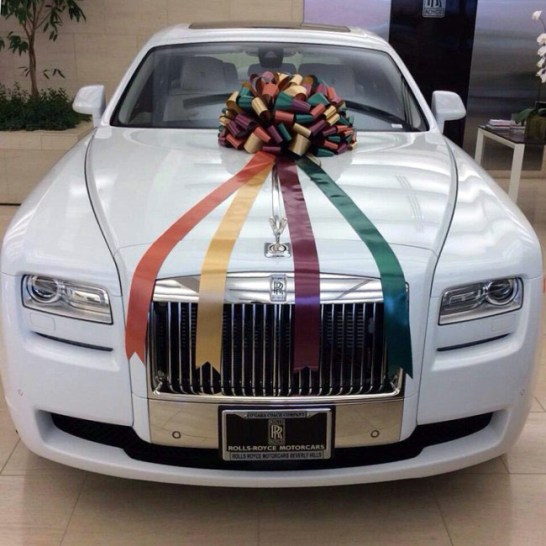 Best Wedding Gifts For Sister In India : The Second Biggest gift by Salman Khan was White swanky Rolls Royce ...