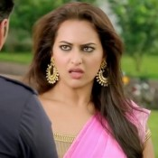 Sonakshi Sinha Earrings and Pink Choli Images in Holiday Movie
