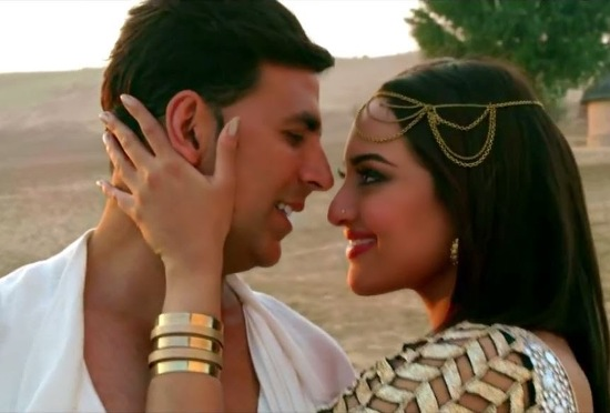 Sonakshi Sinha Romance with Akshay Kumar in Holiday Movie