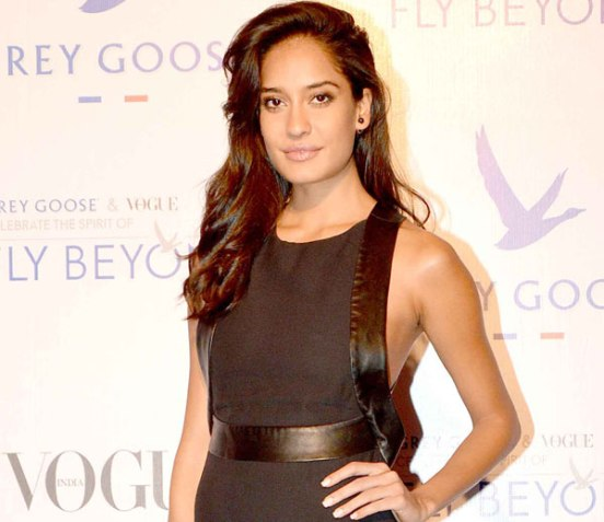 Lisa Haydon in Backless Black Gown at Grey Goose India's Awards 2014