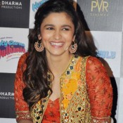 Alia Bhatt Earrings in Humpty Sharma Ki Dulhania Movie Trailer Launch give her New Ethnic Look