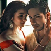 Alia Bhatt Latest Cleavage Exposing Scenes Hot Still with Varun Dhawan in Humpty Sharma Ki Dulhaniya Movie 2014