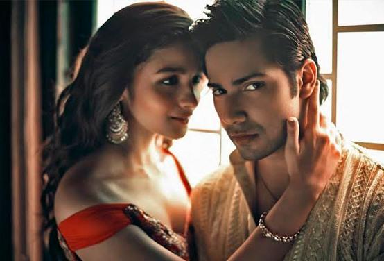 Alia Bhatt Latest Cleavage Exposing Scenes Hot Still with Varun Dhawan in Humpty Sharma Ki Dulhaniya Movie 2014