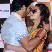 Alia Bhatt Wearing Sunglasses – Alia Bhatt in Blue Goggles Cool Photos in Humpty Sharma Ki Dulhaniya Trailer Launch
