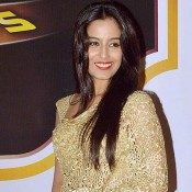 Srishty Rode in Golden Cut Work Saree at Zee Gold Awards 2014