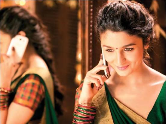 Alia Bhatt In Saree Images In 2 States Movie Saree