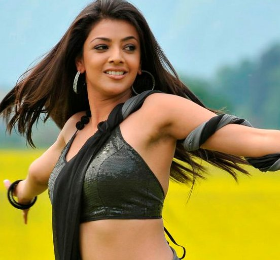 Kajal Agarwal Hot Armpits Pics – Cute Hair Less Arms Show in Black Gray Saree