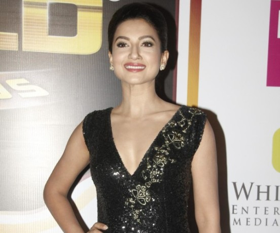 Gauhar Khan in Black Sleeveless Evening Gown Pics at Zee Gold Awards 2014