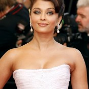 Aishwarya Rai Hot Deep Cleavage Pics in White Dress Gown – Bold Images