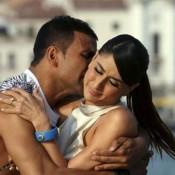 Akshay Kumar and Kareena Kapoor Hot Intimate Scenes Bold Photos – Romantic Scenes from Kambakht Ishq Movie