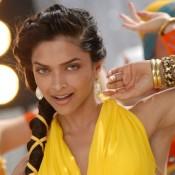 Deepika Padukone Hot Armpits Pics – Cute Arms Show in Sleeveless Gown Dress Saree