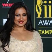 Divya Dutta Deep Cleavage Hot Images Bold Photos at IIFA Awards 2014