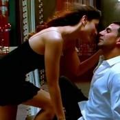 Kareena Kapoor and Akshay Kumar Hot Kissing Scenes – Bold Lip Lock Kiss Photos Romantic Pic