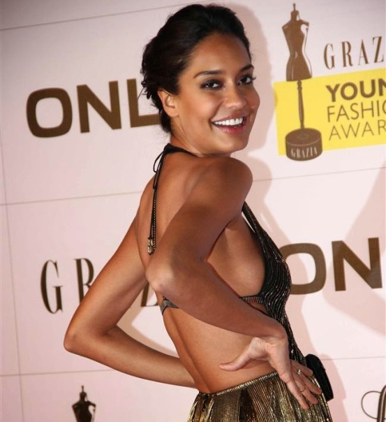 Lisa Haydon Hot Deep Cleavage Pics at Grazia Young Fashion Awards 2014