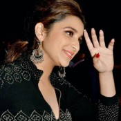 Parineeti Chopra Close Up Photos with Beautiful Cute Smile during IIFA 2014 Awards Function
