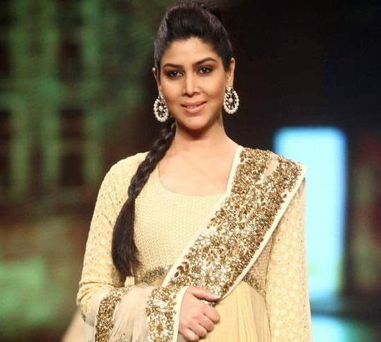 Sakshi Tanwar In Cream Anarkali Dress Suits With Heavy Earrings At Caring With Style 9th Annual