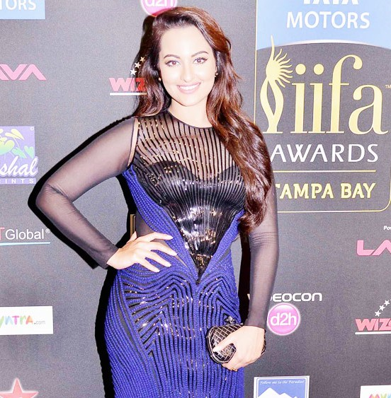 Sonakshi Sinha in Blue and Black Fish Gown at IIFA 2014 Awards