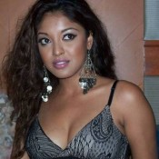 Tanushree Dutta Hot Cleavage Pics Bold Images – Cute Armpit Photos in Close Up Picture