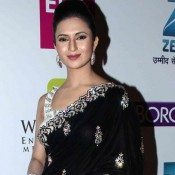 Divyanka Tripathy in Black Saree Pics at Zee Gold Awards 2014
