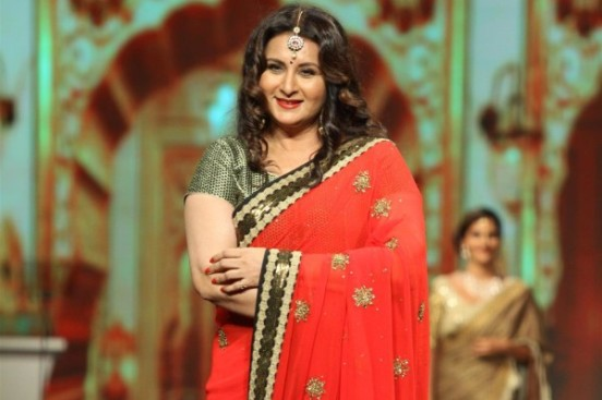 Poonam Dhillon in Red Saree Pics with Heavy Earring 2014 Images