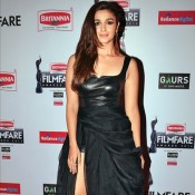 Alia Bhatt in Black Thigh High Slit Gown at 60th Britannia Filmfare Awards 2015