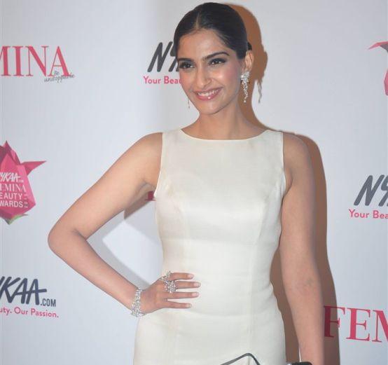Sonam Kapoor at Femina Beauty Awards 2015 Photos