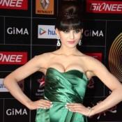 GiMA Awards 2015 Photos – Urvashi Rautela Cleavage Show in Strapless Gown