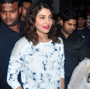 Anushka Sharma Promote NH10 Movie in NM College