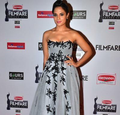 Richa Chadha in Grey off Shoulder Gown at 60th Britannia Filmfare Awards 2015