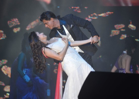 Madhuri Dixit and Shah Rukh Khan Stage Dance Performance in Malaysia
