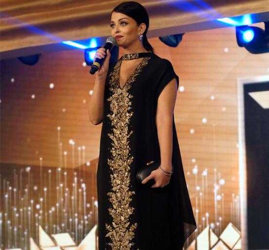 Aishwarya Rai in Black Dress at L'Oreal Paris Femina Women Awards 2015