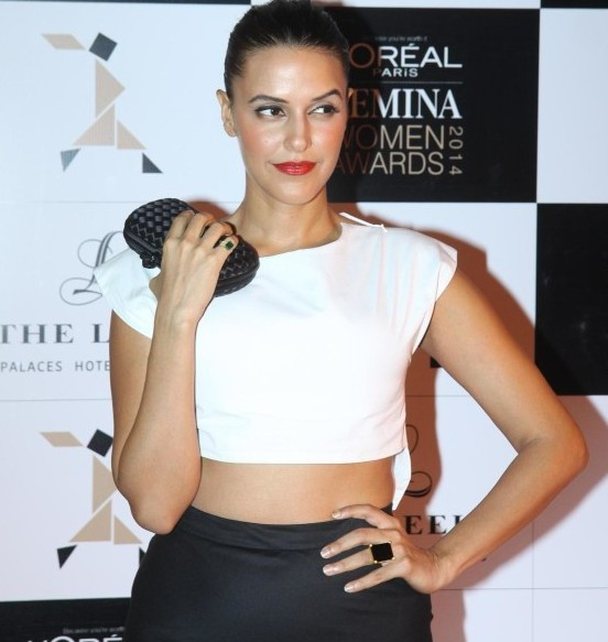 Neha Dhupia Hot Navel Show in Black Skirt at Loreal Paris Femina Woman Awards 2014