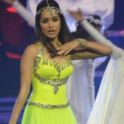 Shradha Kapoor Hot in Green Dress with Headpiece at Femina India 2014