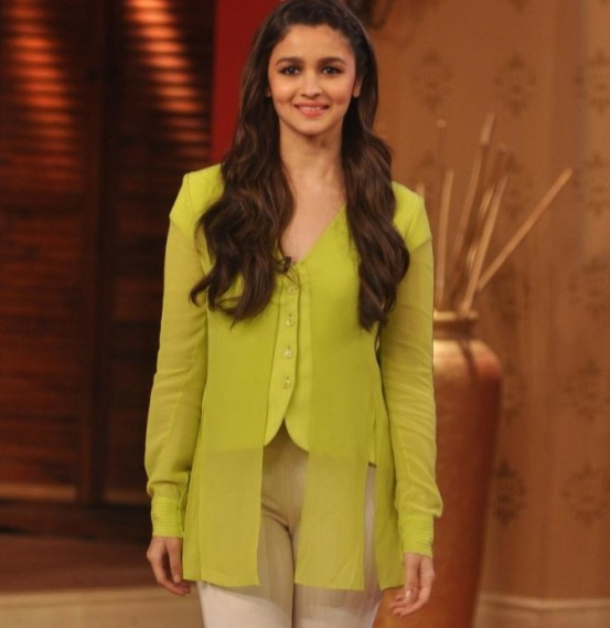 Alia Bhatt at Comedy Night with Kapil with Randeep Hooda for Highway Movie Promotion