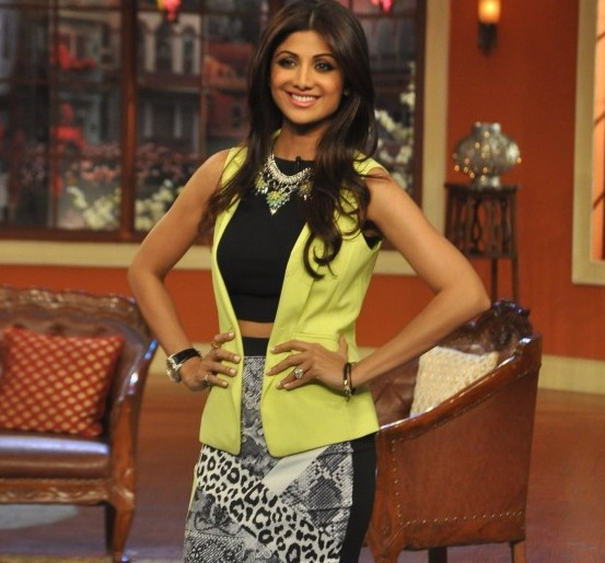 Shilpa Shetty in a Tight Mini Skirt at Comedy Night With Kapil for Promotion of Film Dishkiyaoon