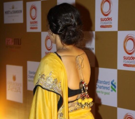 Vidya Balan in Yellow Saree Pics – Bare Back Images in Saree Blouse at Swades Foundation in Mumbai