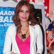 Bipash Basu in Pink One Piece at Dishkiyaoon Movie Premiere
