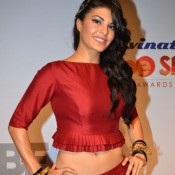 Jacqueline Fernandez Navel in Red Lehenga Choli at Stree Shakti Woman Awards 2014