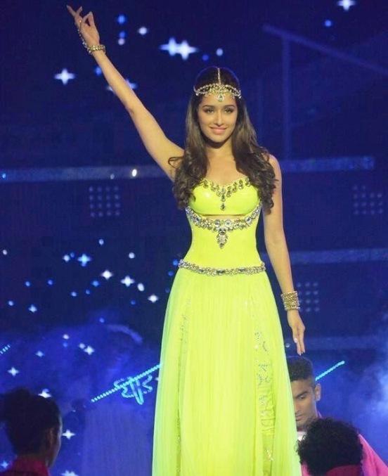 Shradha Kapoor Hot in Green Dress with Headpiece at Femina India 2014 ...