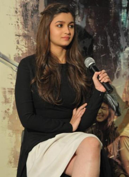 Alia Bhatt in White Skirt –  Photos of Highway Movie Promotion in Landon