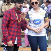 Huma Qureshi in Extremely Tight Blue Jeans Hot Pics at CCL 4 – 2014 with Yo Yo Honey Singh Famous Bollywood Singer