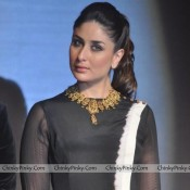 Kareena Kapoor Transparent Dress Pics in Press Meet of IIFA 2014 Weekend at Mumbai