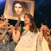 Kareena Kapoor in White Saree at Asia Vision Radio Awards Dubai